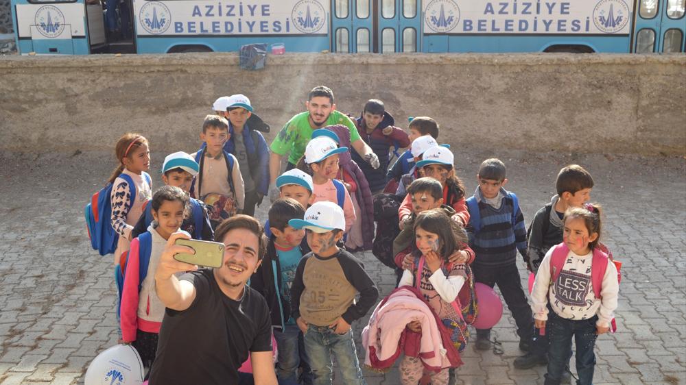 Aziziye'de eğitime renkli destek