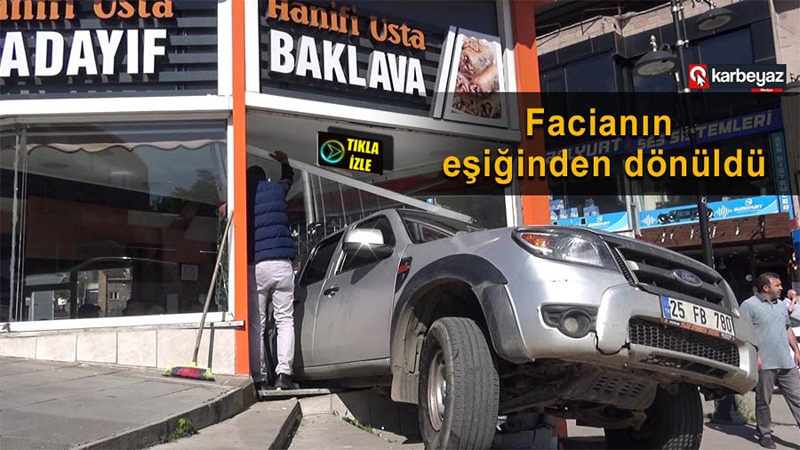 Erzurum'da vitesten boşalan pikap tatlıcı dükkanına girdi