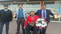 Milli Sporcu çiçeklerle karşılandı