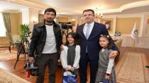 Erzurum'da minik valiyi gazeteci babası takip etti