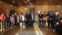 Iraklı Öğrenciler Rektör Çomaklı'yı Ziyaret Etti